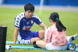CLB TP Hồ Chí Minh nhận tin cực buồn về Công Phượng