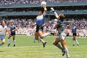 Những khoảnh khắc làm nên một Diego Maradona huyền thoại
