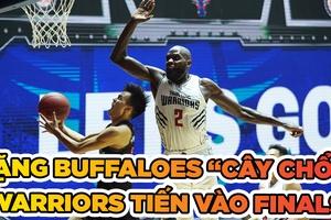 "Tặng Buffaloes ""cây chổi"", Warriors hẹn Heat ở Chung kết"