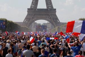 CĐV Pháp điên loạn và bùng nổ trong ngày Mbappe và đồng đội vô địch World Cup 2018