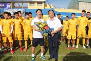 HLV Nguyễn Thành Công chia tay Thanh Hóa sau khi BLĐ đội bóng đưa ra yêu sách siêu dị